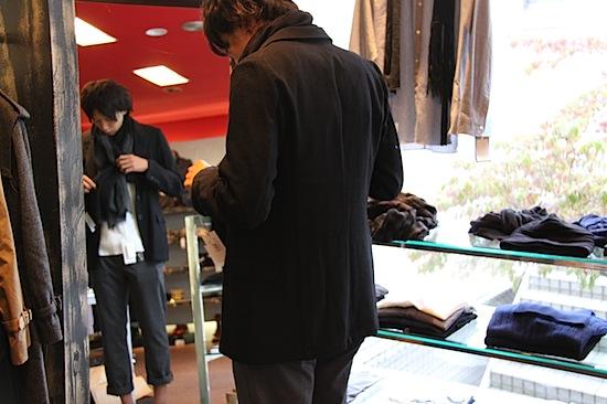 ドリスヴァンノッテンジャケットとクリスヴァンアッシュのスカーフ