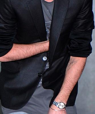 クリスヴァンアッシュデザイナー本人がフィナーレで着用のTシャツ